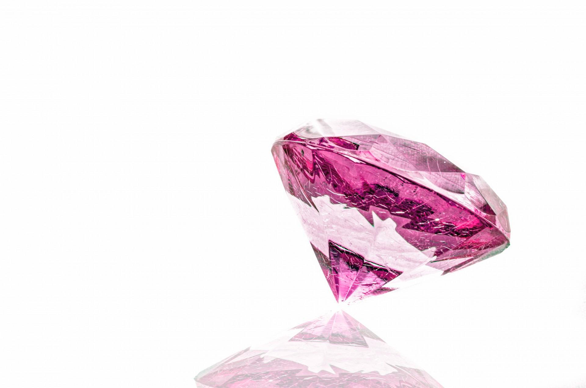 Фото розовый бриллиант