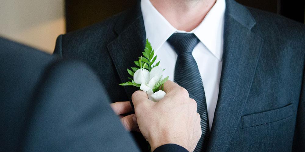 Подготовка к свадьбе: костюм и рубашка для жениха