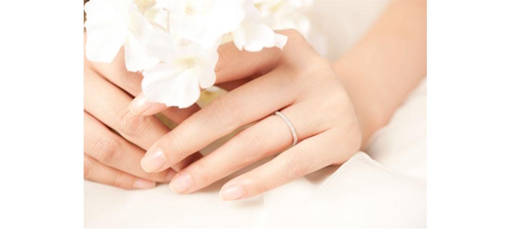 Женское кольцо обручальное с бриллиантом