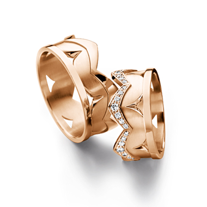 золотое кольцо с бриллиантом в 18 карат